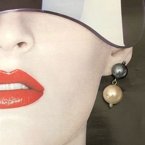 Jewelry - Stunning simulated pearls earrings